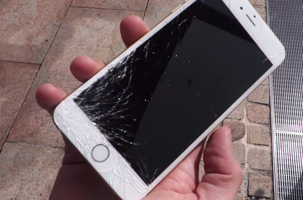 Ecran iphone cassé : Top 10 des causes