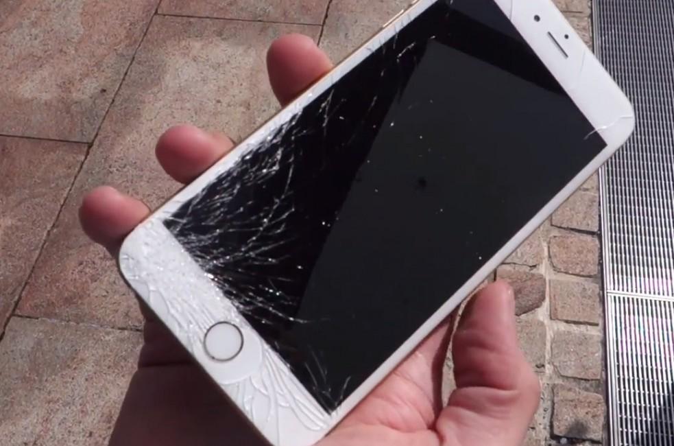Ecran iphone cassé : Top 10 des causes